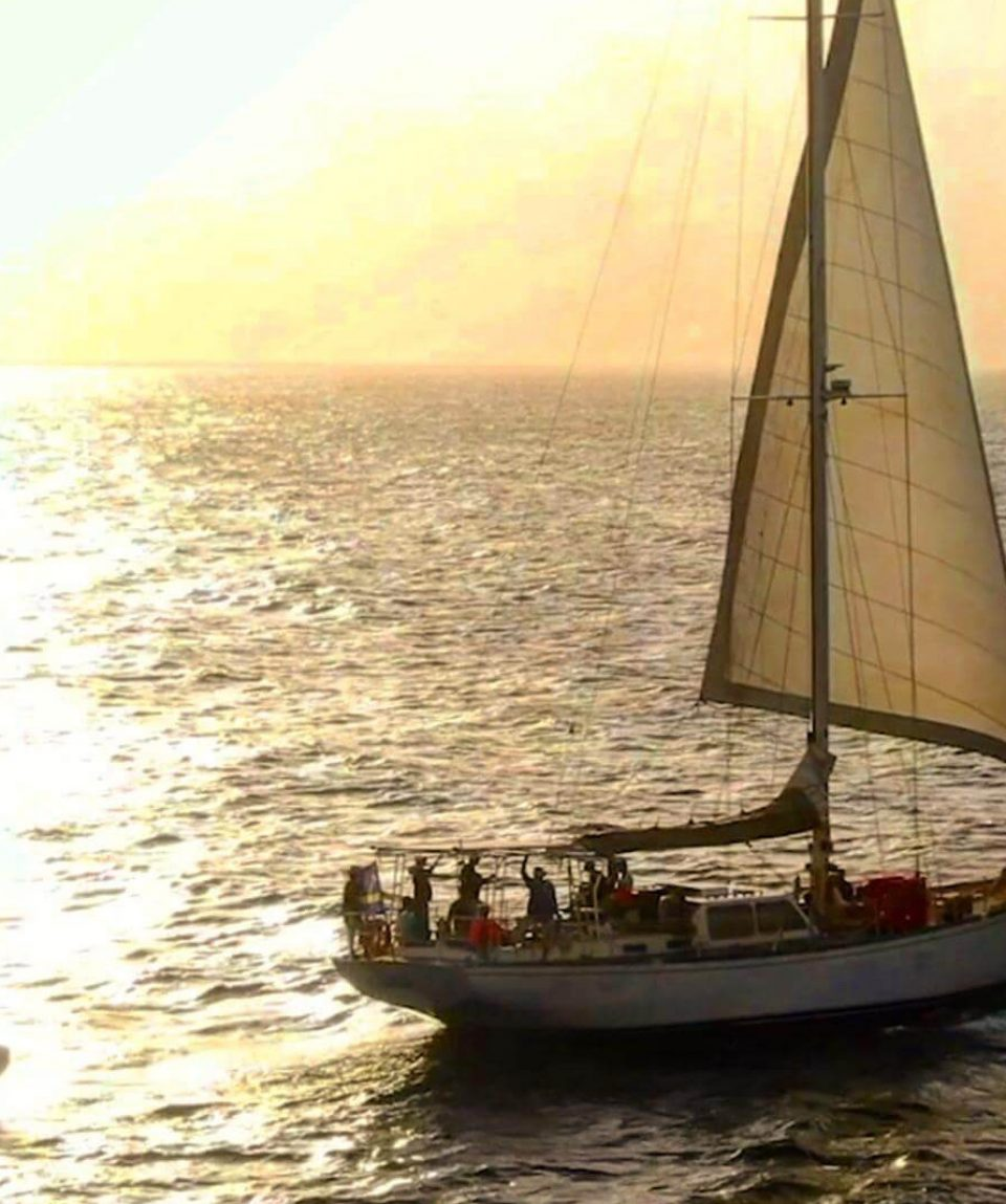 Klein-Curacao-Deals-Sailing-on-Sea-