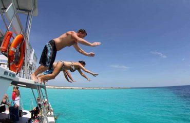 Klein-Curacao-Boat-Trip-jump